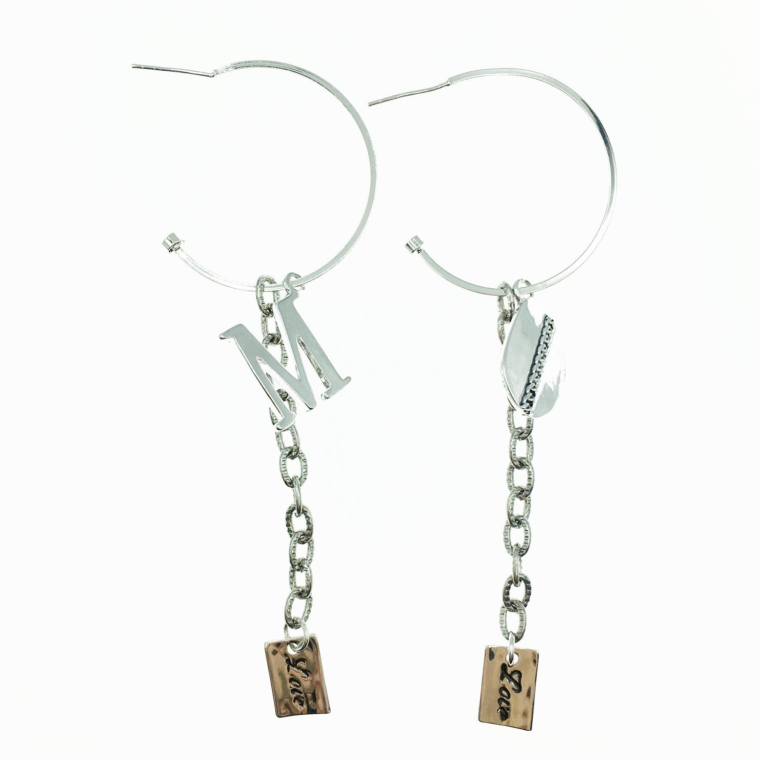 韓國 925純銀 英文字母吊牌 M 歐美金屬風 垂墜感 耳針式耳環