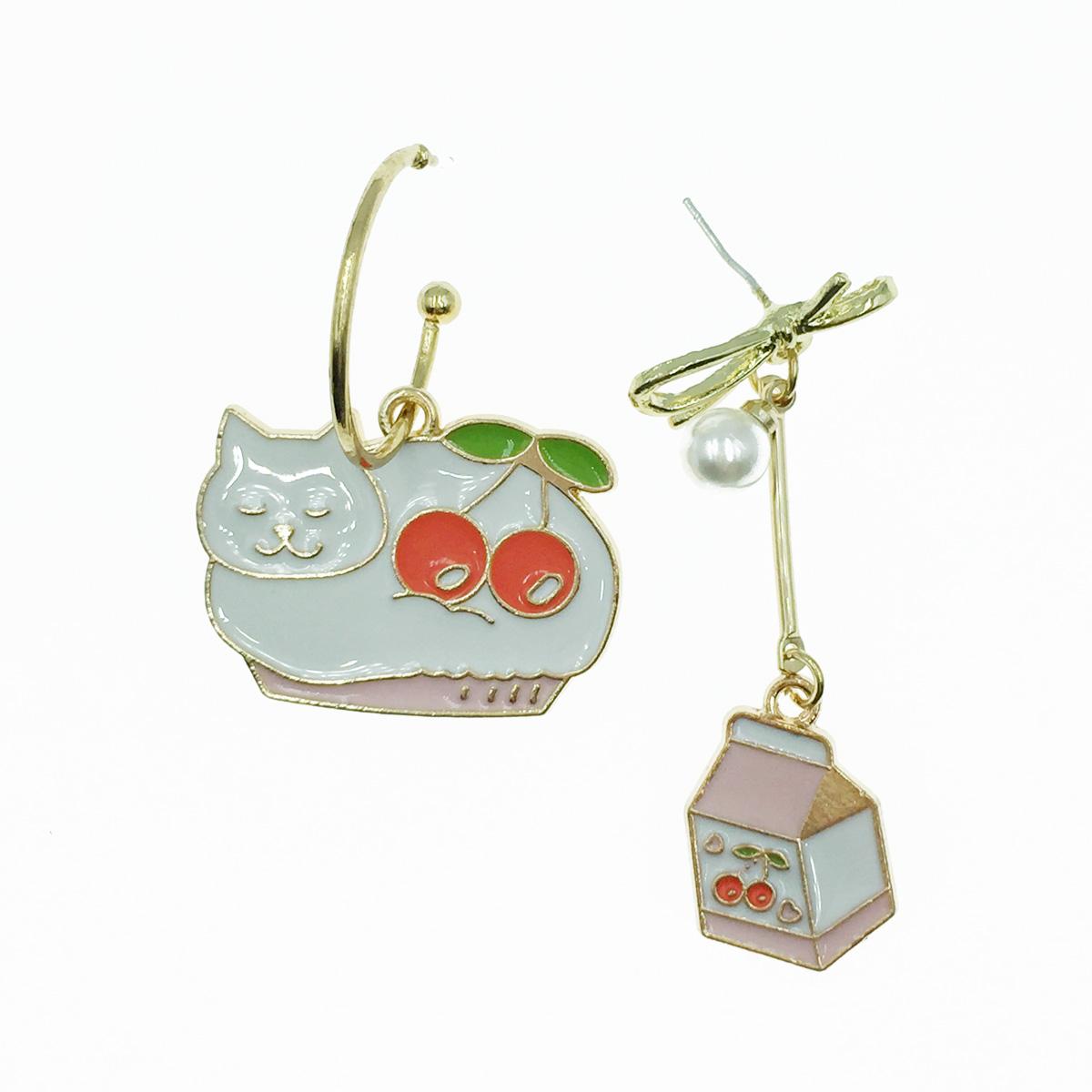 韓國 925純銀 不對稱 白貓咪 蝴蝶結 垂墜感 耳針式耳環