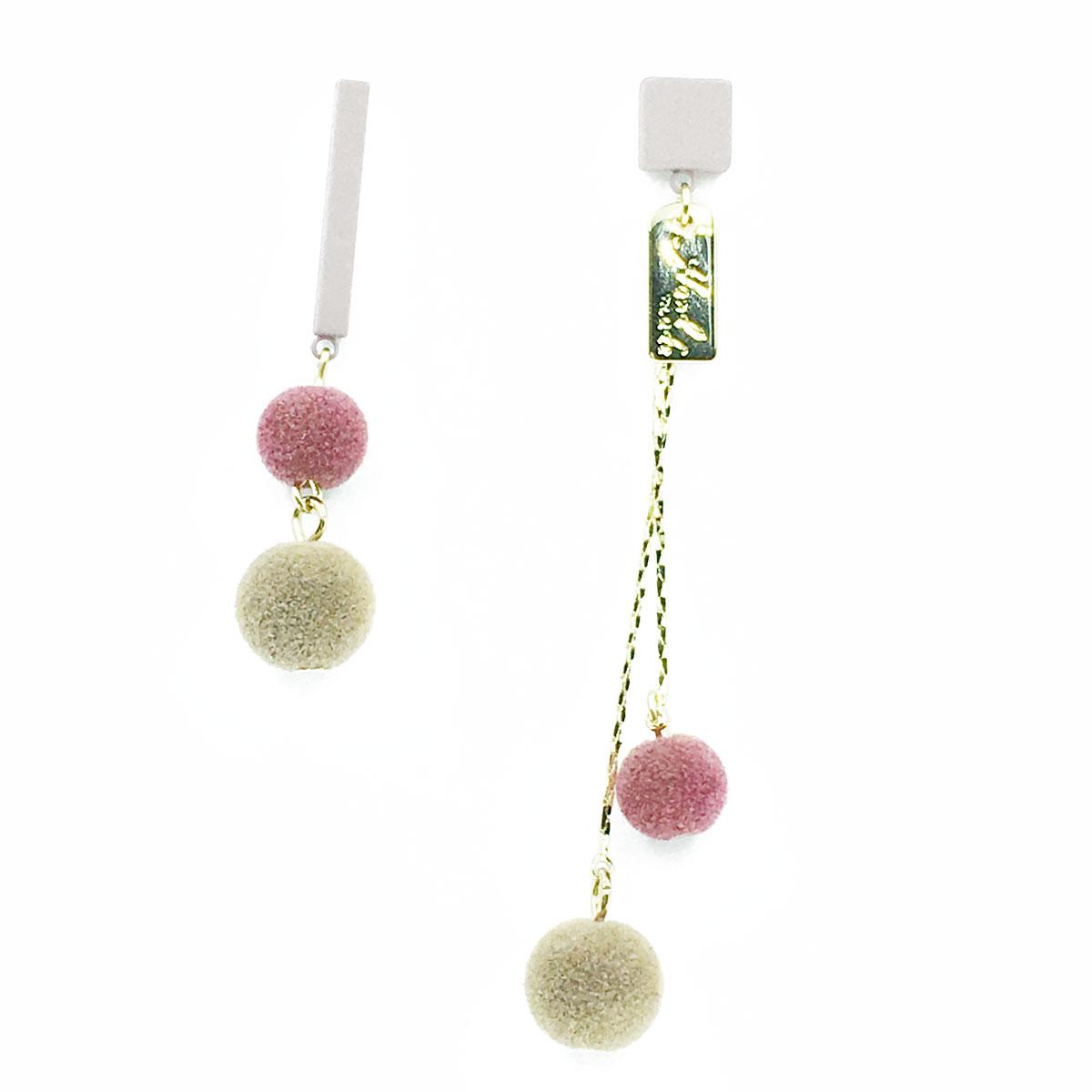 韓國 925純銀 英文 霧面 絨毛球 不對稱 純墜感 耳針式 耳環