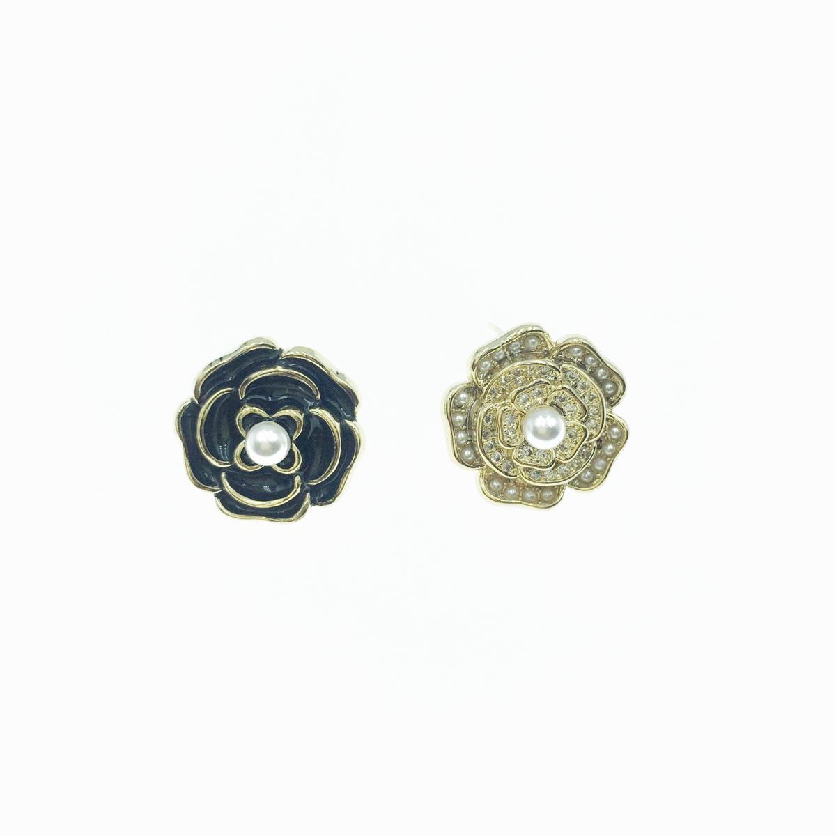 韓國 925純銀 黑花朵 珍珠 水鑽 不對稱 貼耳 耳針式 耳環