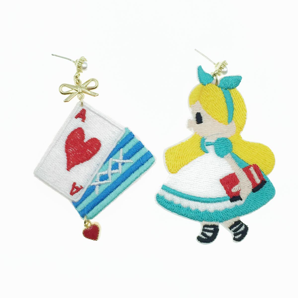 韓國 925純銀 愛麗絲 撲克牌 燙布貼 不對稱 珍珠 垂墜感 耳針式耳環