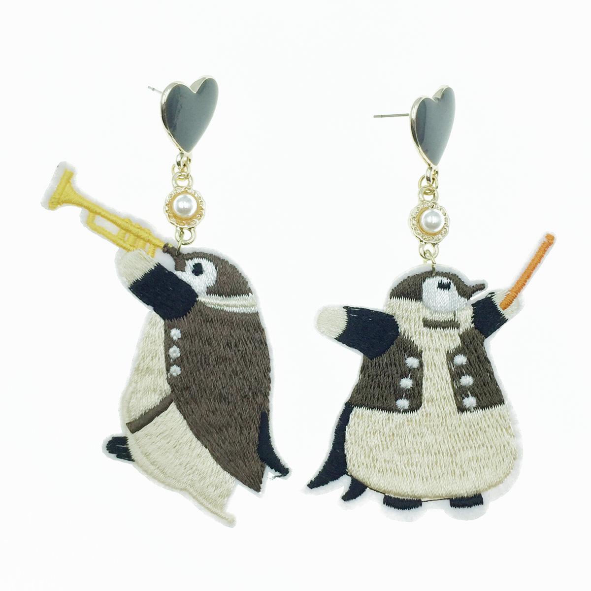 韓國 不對稱 燙布貼 企鵝 交響樂垂墜感 耳針式耳環