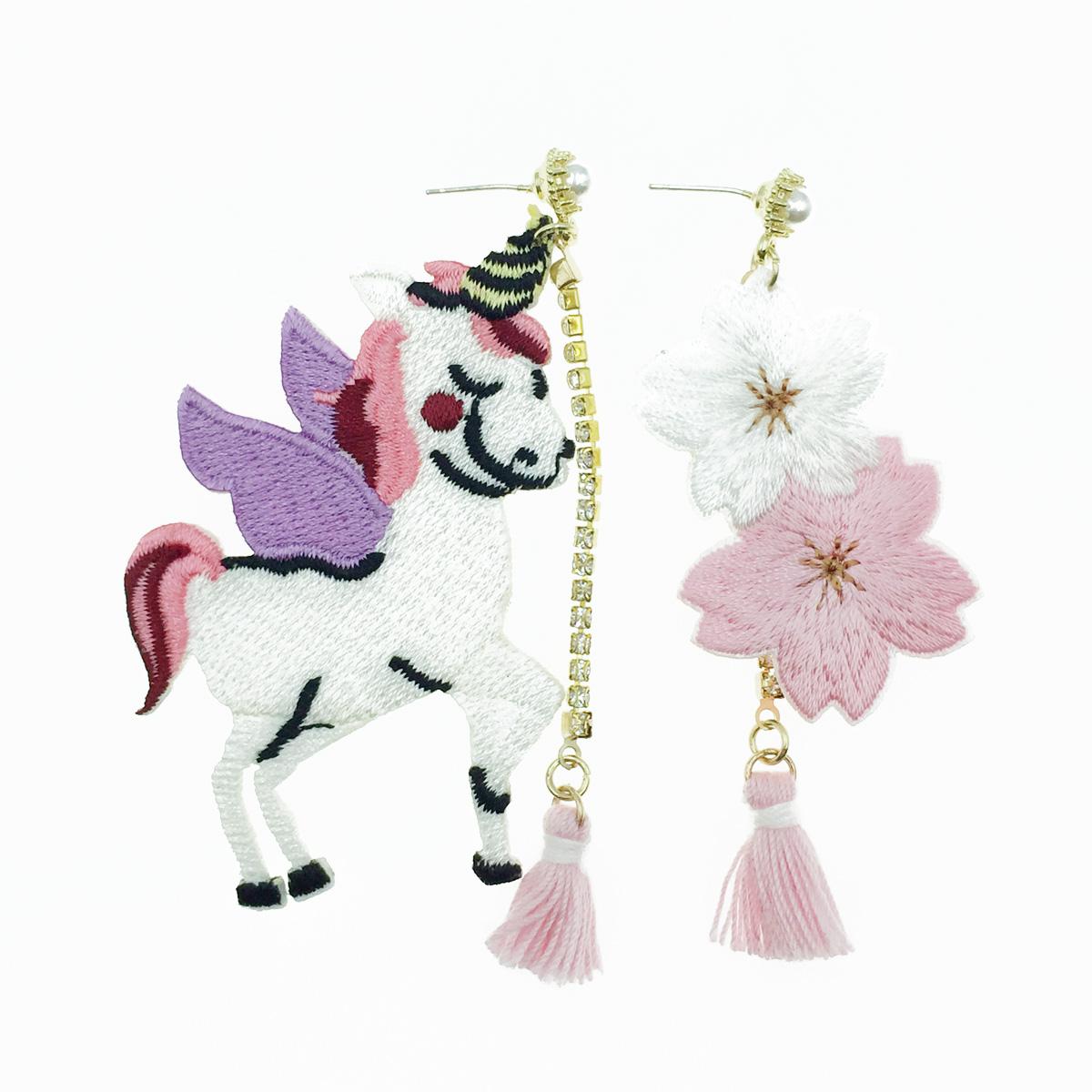 韓國 925純銀 燙布貼 不對稱 飛馬 花 水鑽珍珠 垂墜感 耳針式耳環