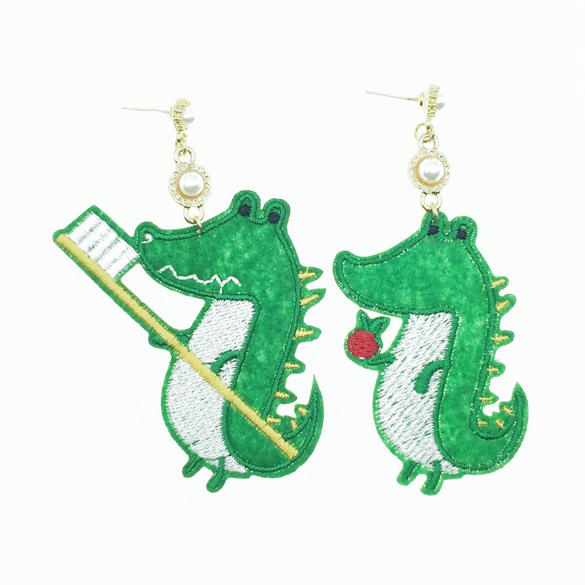 韓國 925純銀 鱷魚 牙刷 燙布貼 珍珠 不對稱 垂墜感 耳針式耳環