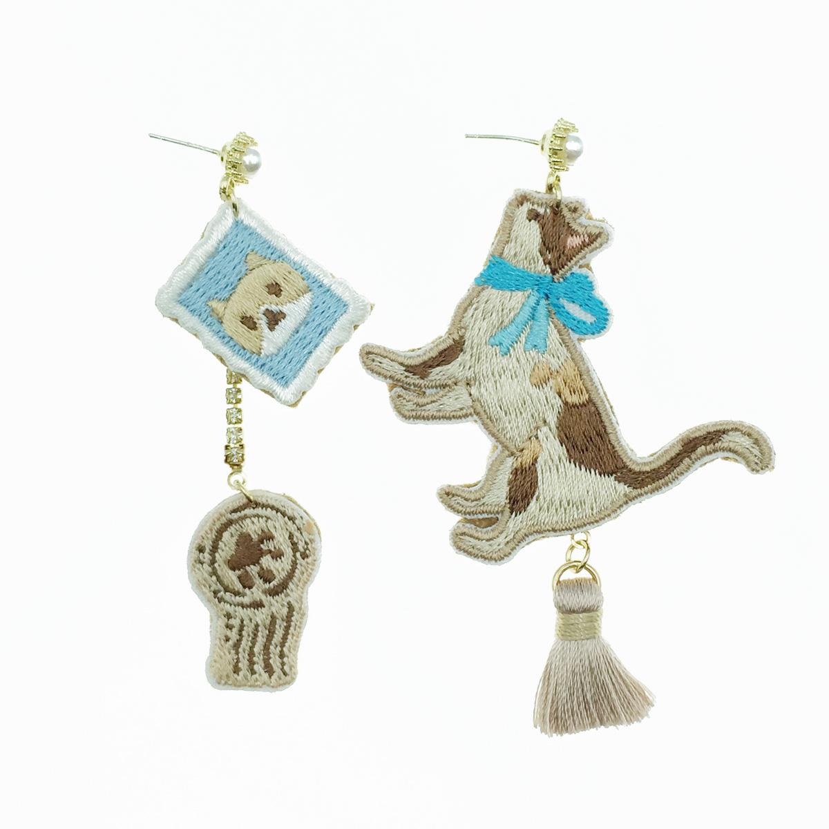 韓國 925純銀 貓咪 不對稱 燙布貼 流蘇 垂墜感 耳針式耳環