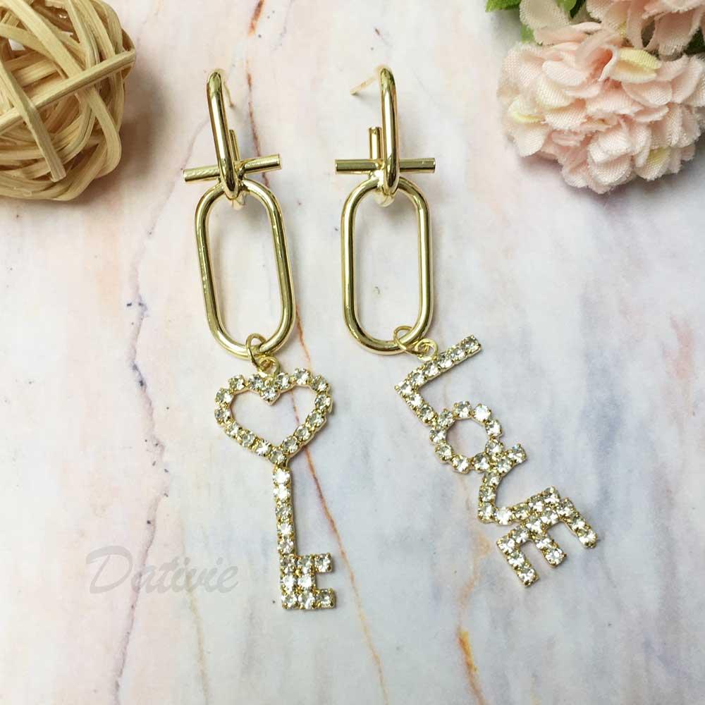 韓國 925純銀 鑰匙 LOVE 不對稱 垂墜感 耳針式耳環