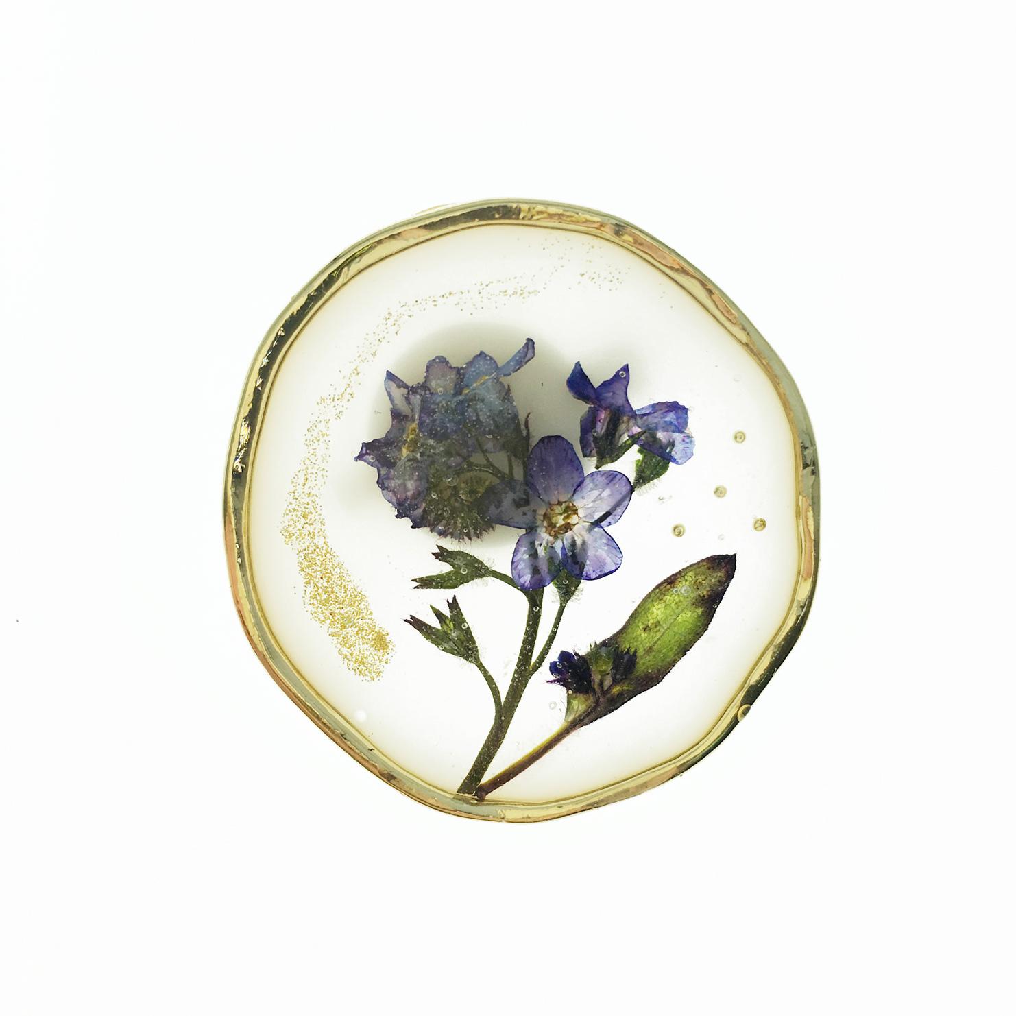 韓國 乾燥花 金蔥 紫藍花 白底 胸針 別針