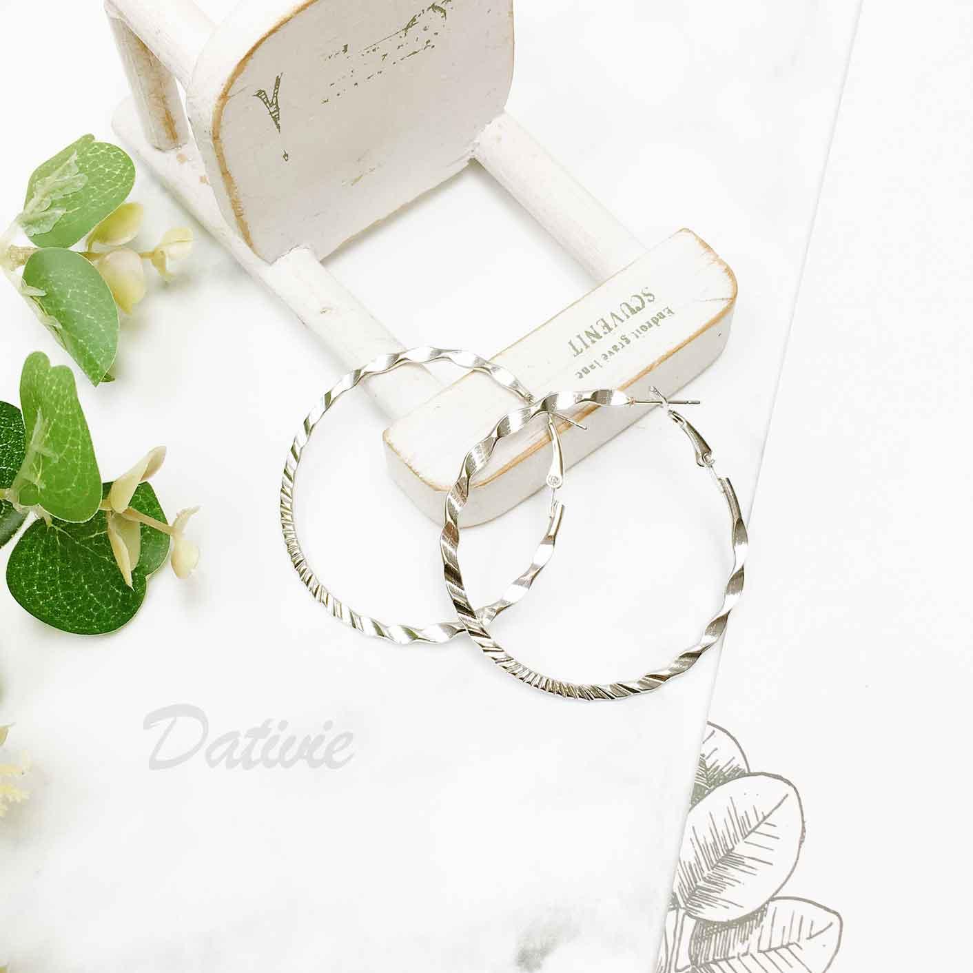 簍空圓圈 金屬刻紋設計 歐美風 耳針式耳環