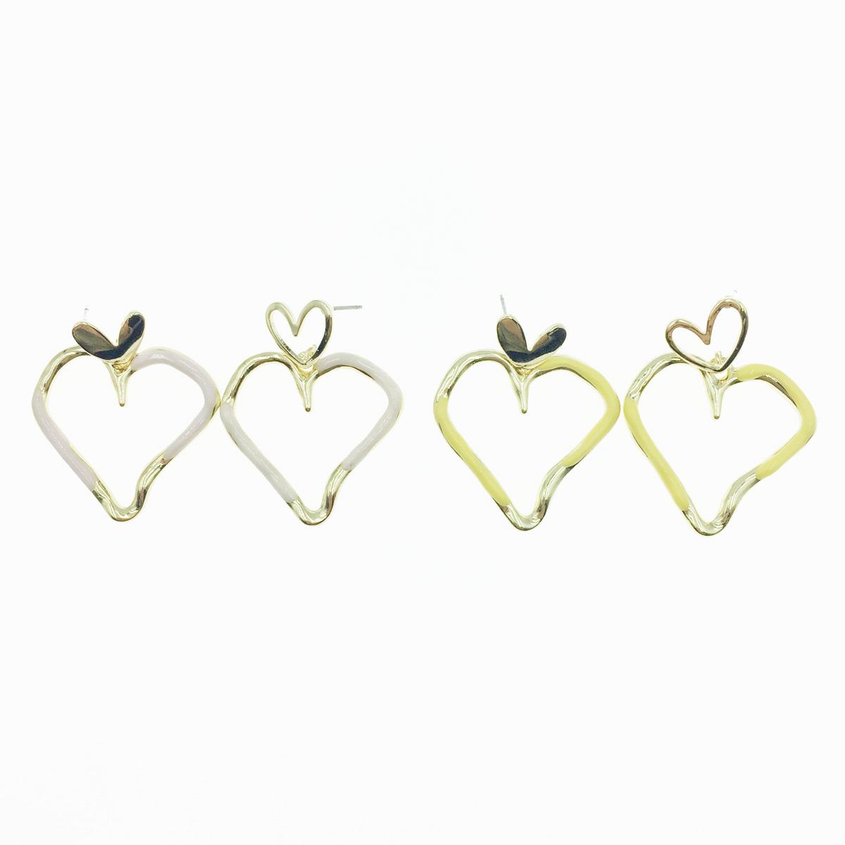 韓國 不對稱 簍空愛心 可愛甜美風 2色 垂墜感 耳針式耳環