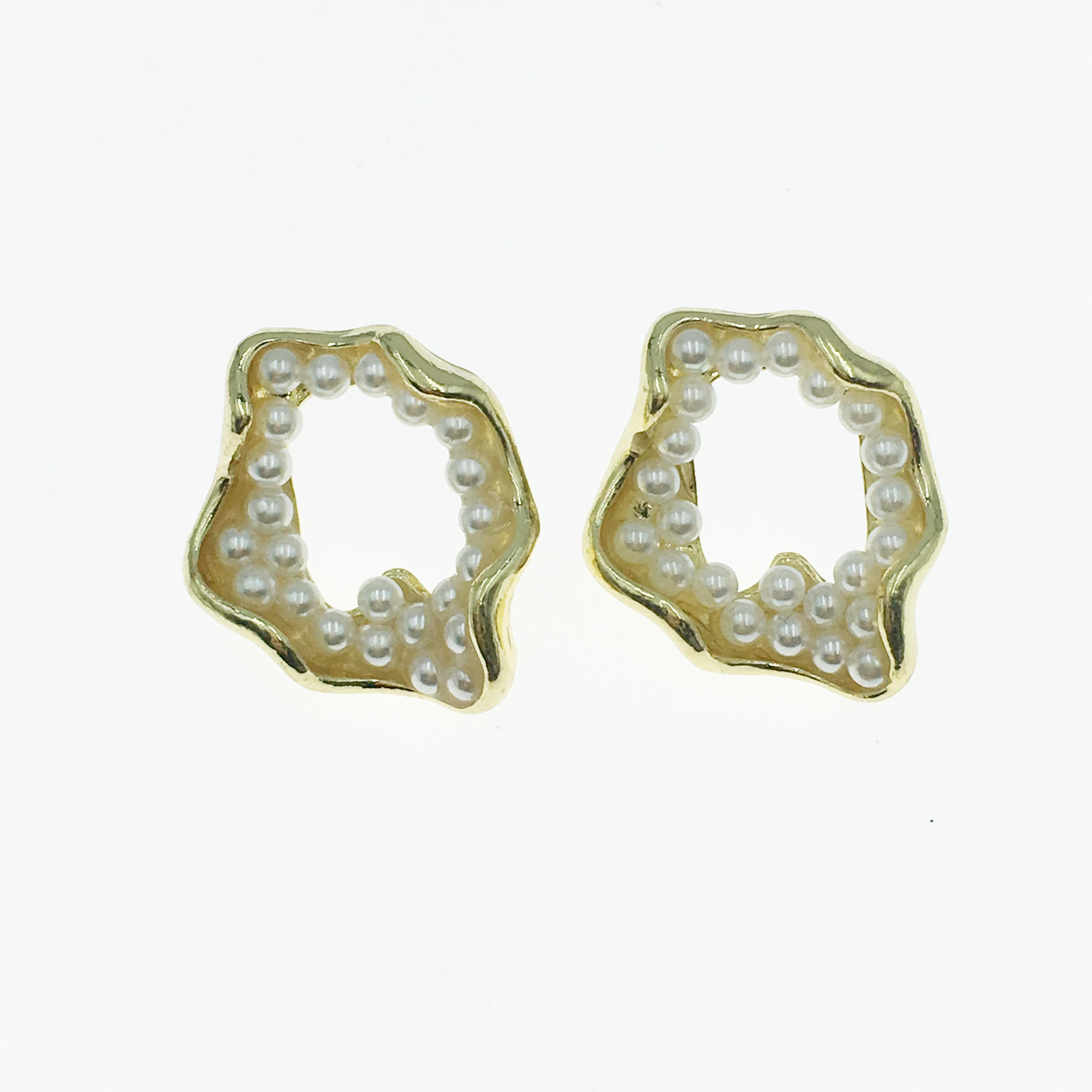 韓國 珍珠 立體 簍空 耳針式耳環