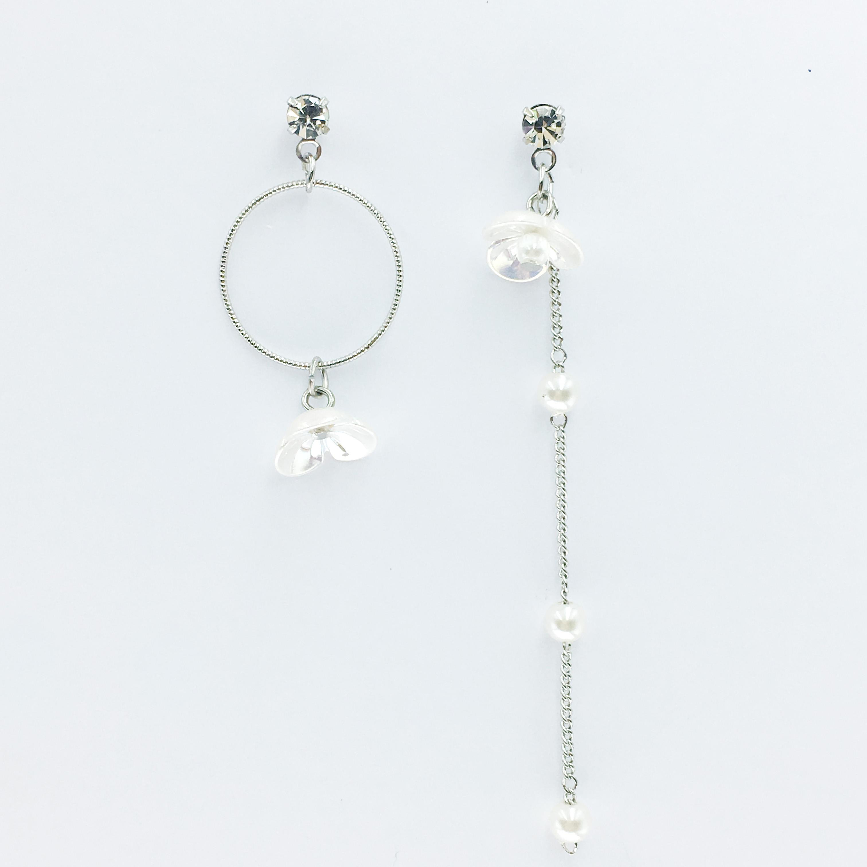 韓國 水鑽 珍珠 花朵 圓環 不對稱 垂鑽感耳針式耳環