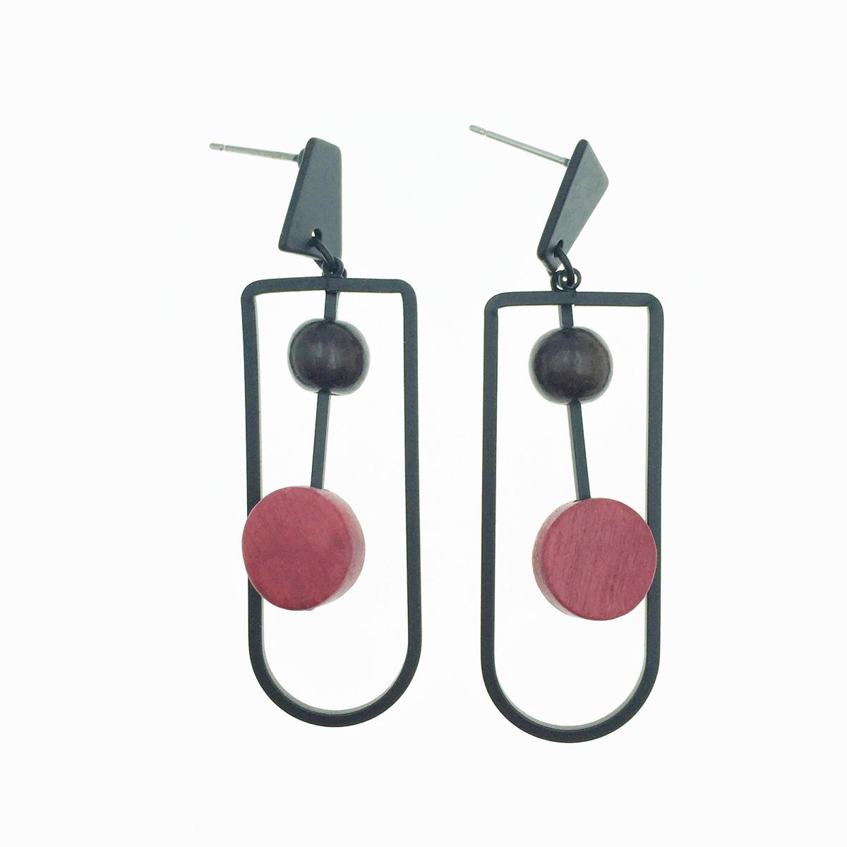 韓國 簍空造型 黑 紅 垂墜感 耳針式耳環