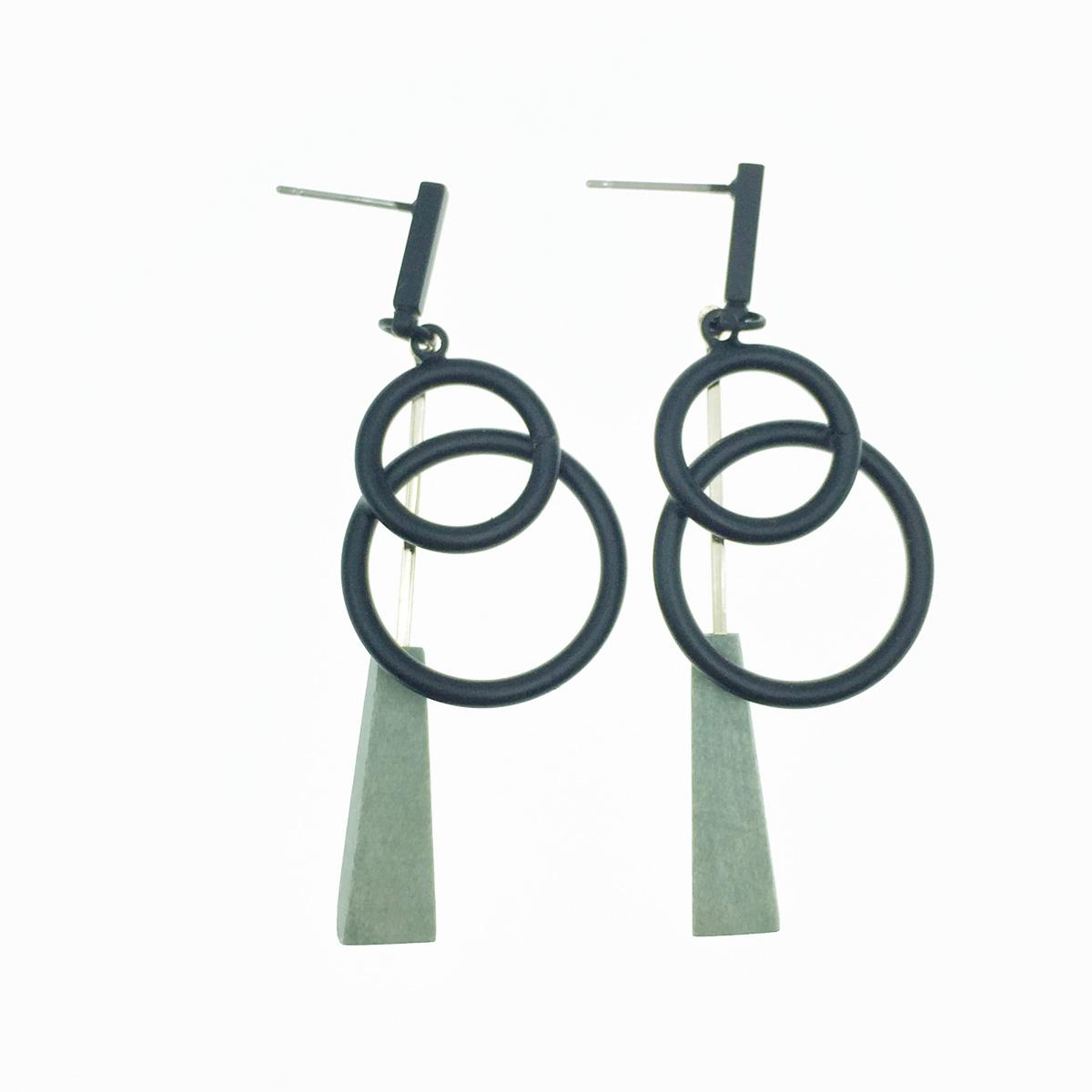 韓國 簍空圓 黑 垂墜感 耳針式耳環