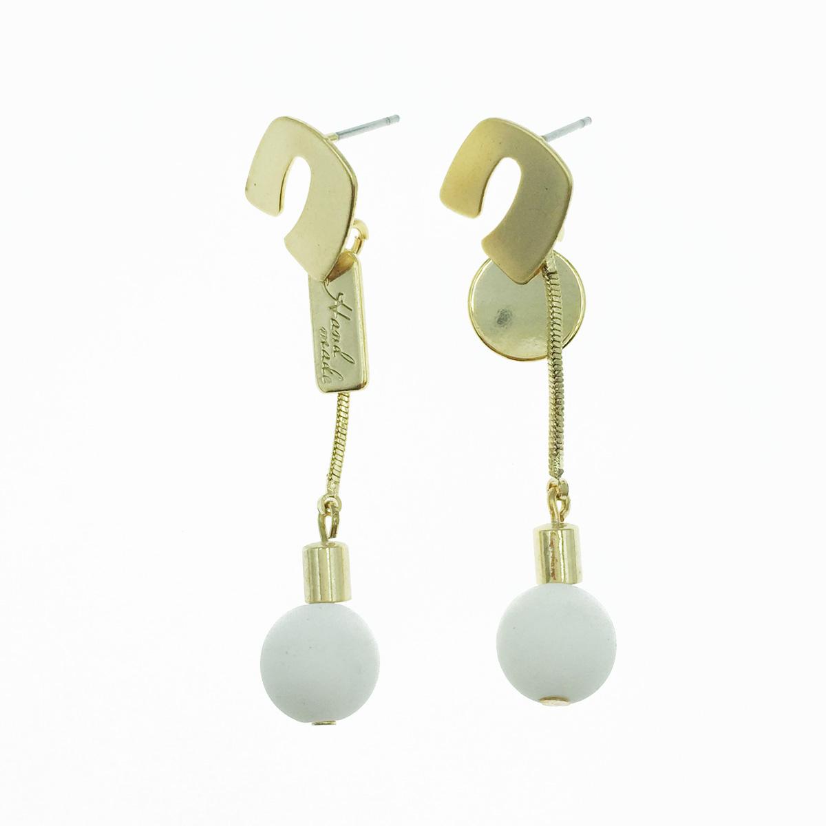 韓國 金色吊牌 白珠珠 垂墜感 耳針式耳環