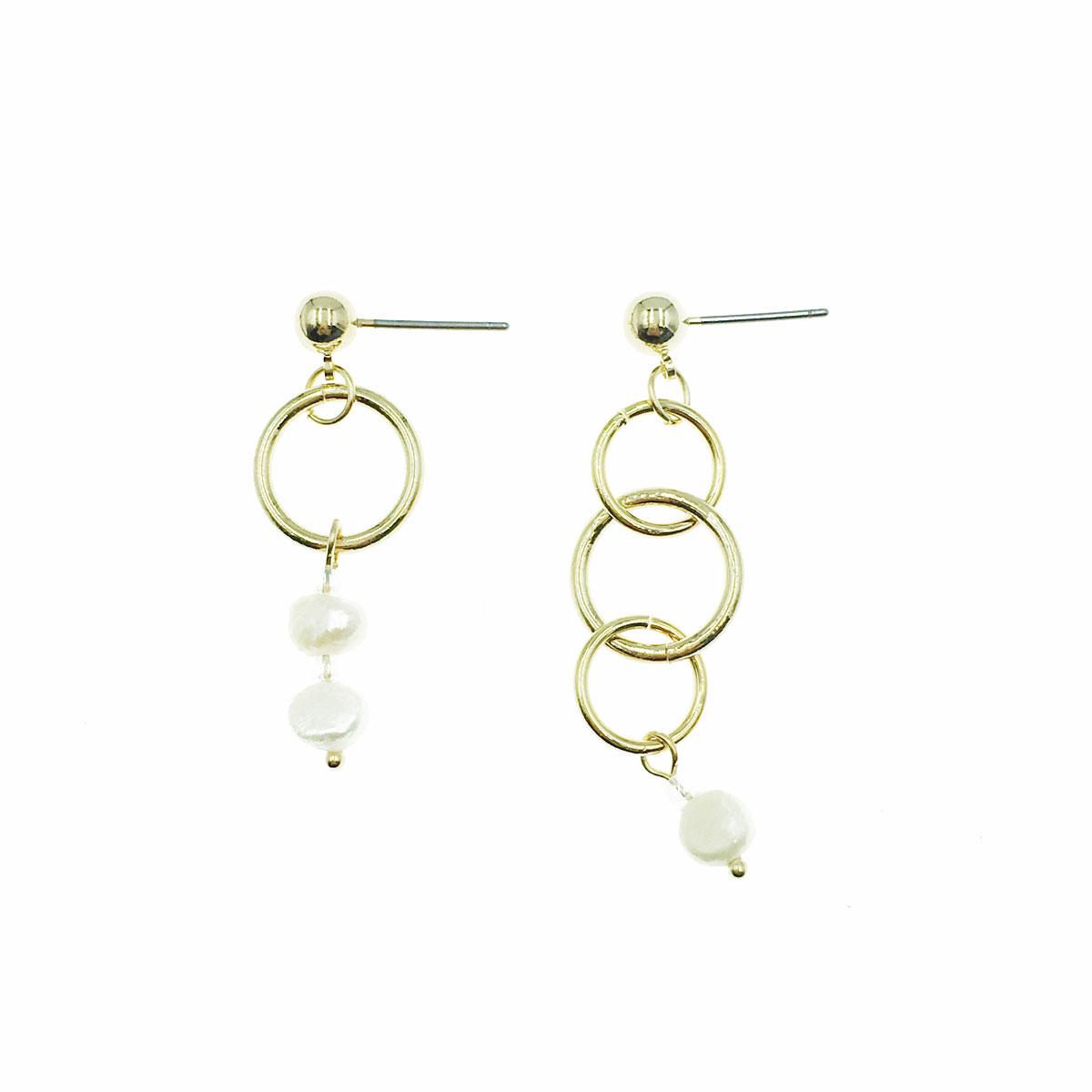 韓國 天然珠 金邊 圓圈 不對稱 垂墜感 耳針式 耳環