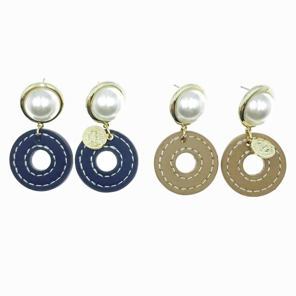 韓國 珍珠 簍空皮革 垂墜感 耳針式耳環