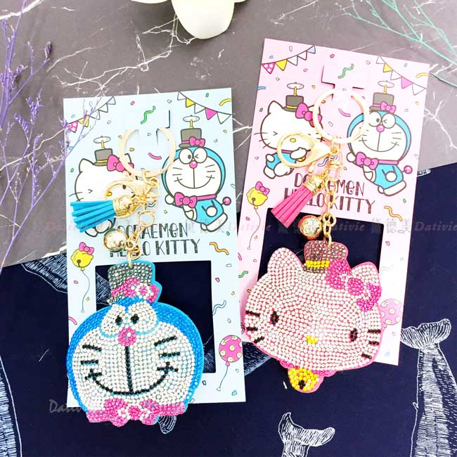 閃亮鑲鑽造型鑰匙圈 三麗鷗 KITTY 哆啦A夢 鎖匙圈 日本進口正版授權