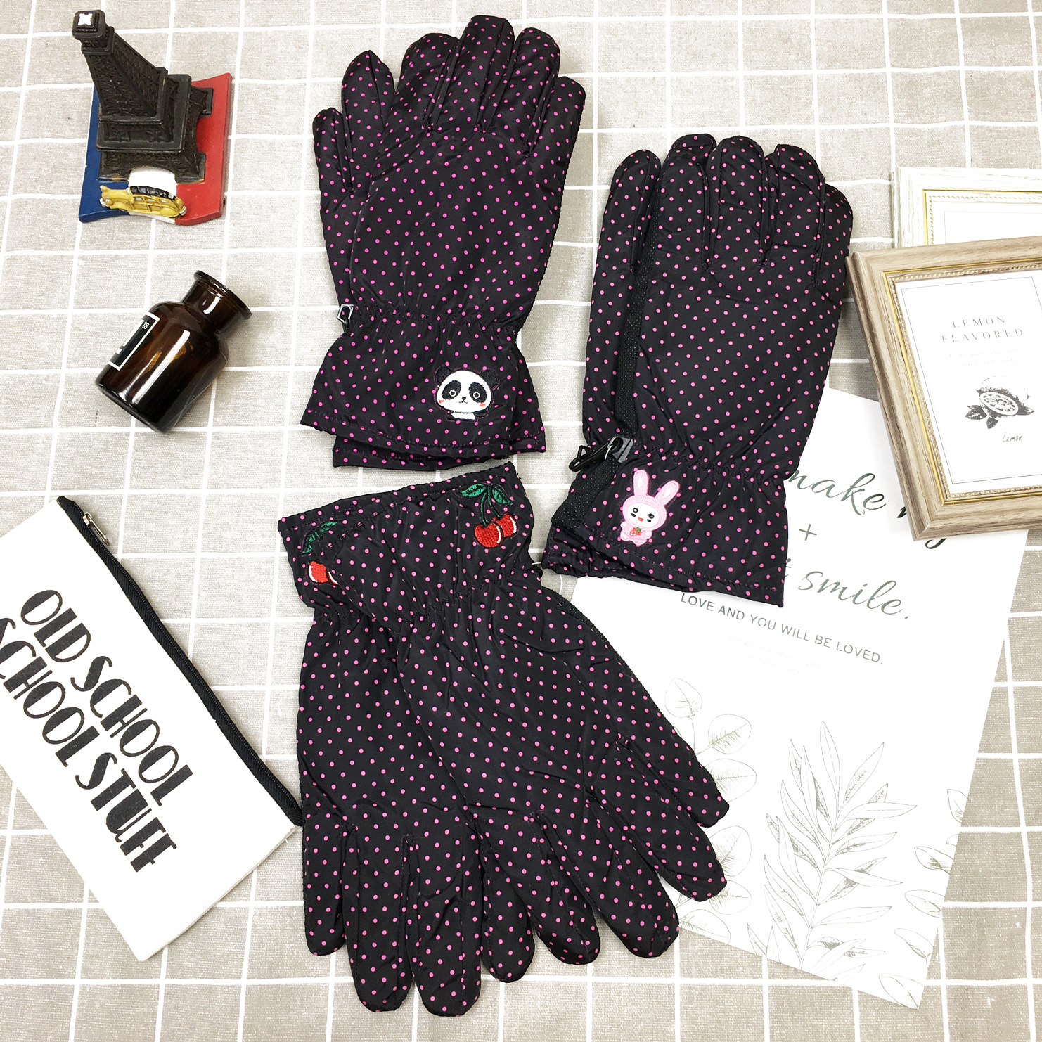 防風手套 防水 桃色小點點 兔子 熊貓 櫻桃刺繡 內刷毛 保暖 防滑 3款選 手套