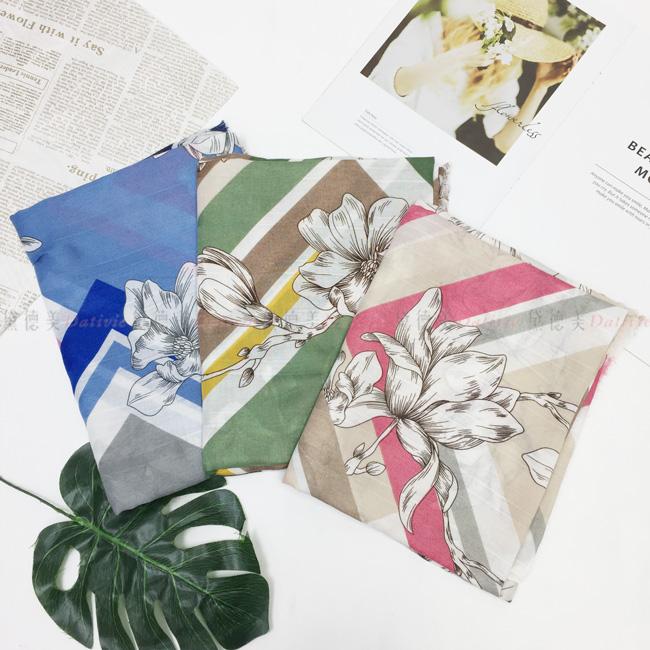 圍巾 薄圍巾 不收邊 花朵 方型紋 披巾 保暖 親膚 三款
