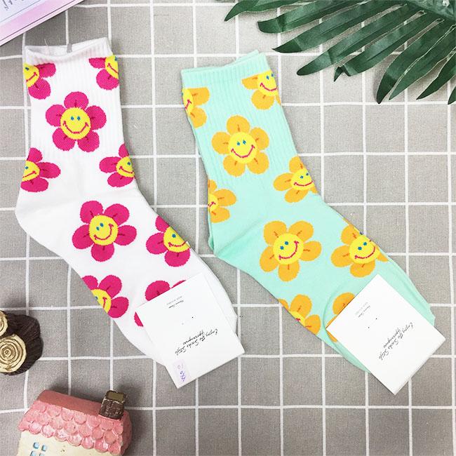 韓國 微笑 花朵 白 綠 中長襪 成人襪 兩款 韓國進口