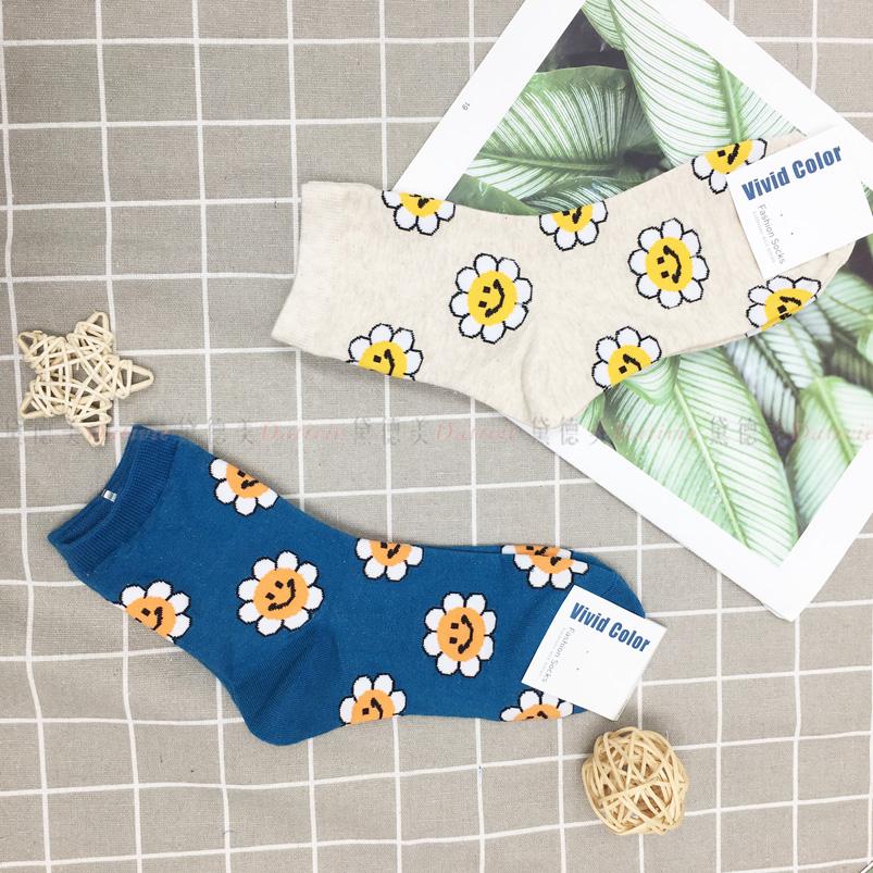 襪子 微笑花朵  親膚 中桶襪 兩款